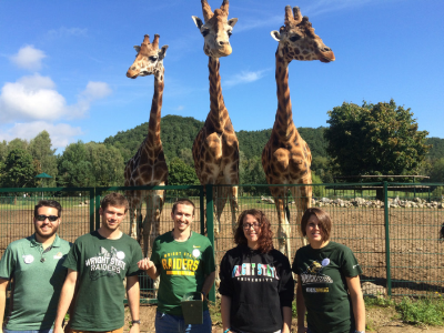 WSU Students with Giraffes